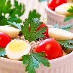 Салат с печенью, маринованными огурцами и сыром | Кулинарные рецепты / Very-stylish