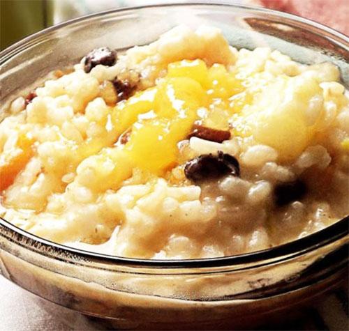 Рисовая каша с фруктами.