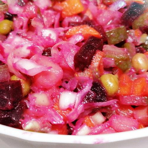 Классический салат винегрет с горошком
