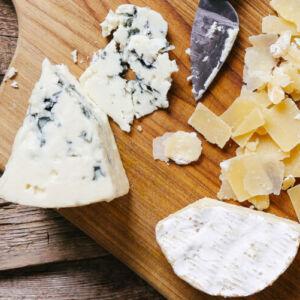 Можно ли есть сыр с плесенью | Food photo created by Racool_studio - www.freepik.com
